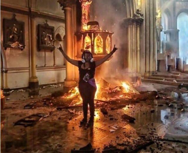 Spalono dwa kościoły w Chile