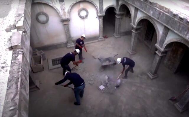 muzułmanie porządkują kościół