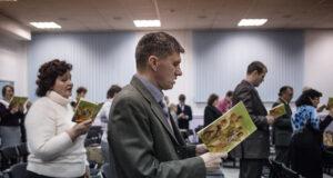 Ludzie odchodzą od świadków Jehowy